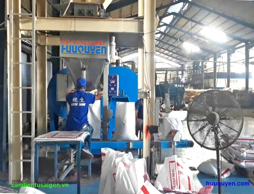 cân đóng bao bột cá năng xuất 18 tấn/giờ