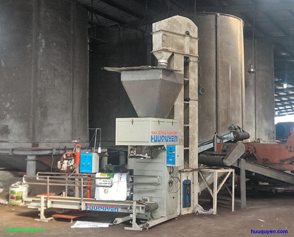 Máy đóng bao hữu cơ và gàu tải cấp liệu